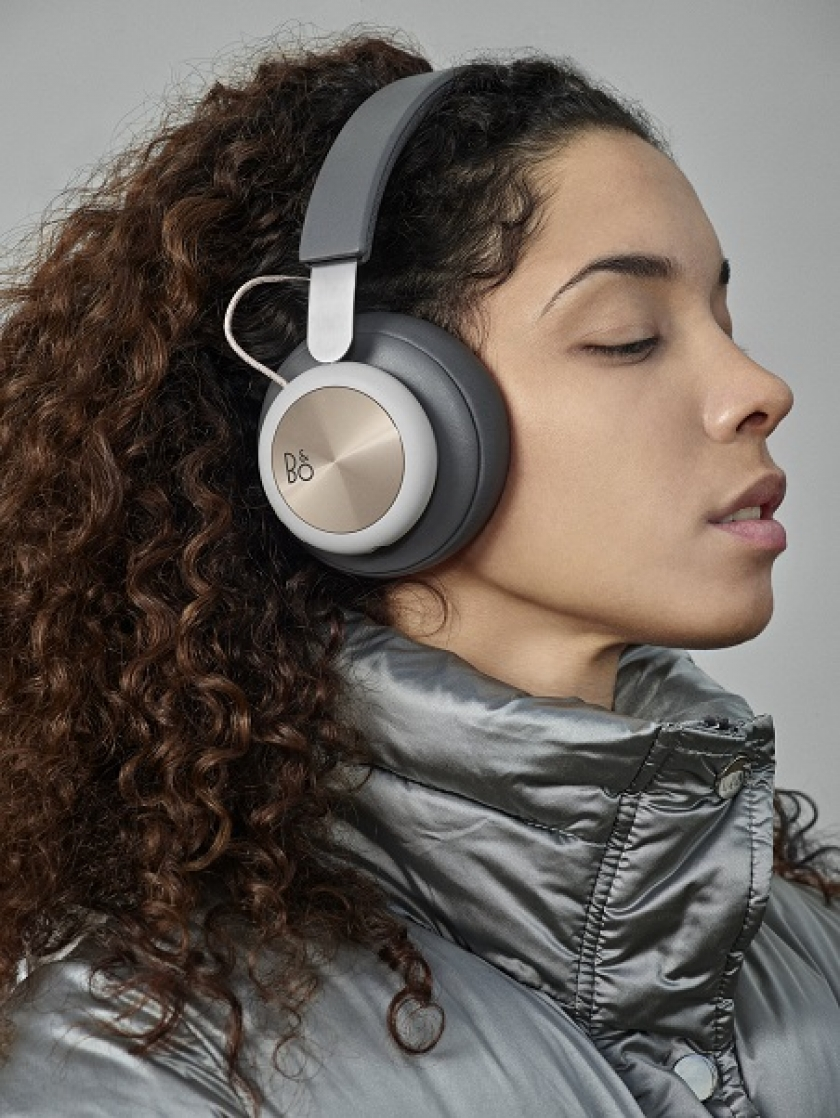 Beoplay H4 Wireless over-ear Headphones